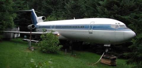 飛行機の出品! トイレ、コックピット完備!飛行機に住める!!