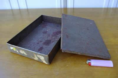古いブリキの空き缶